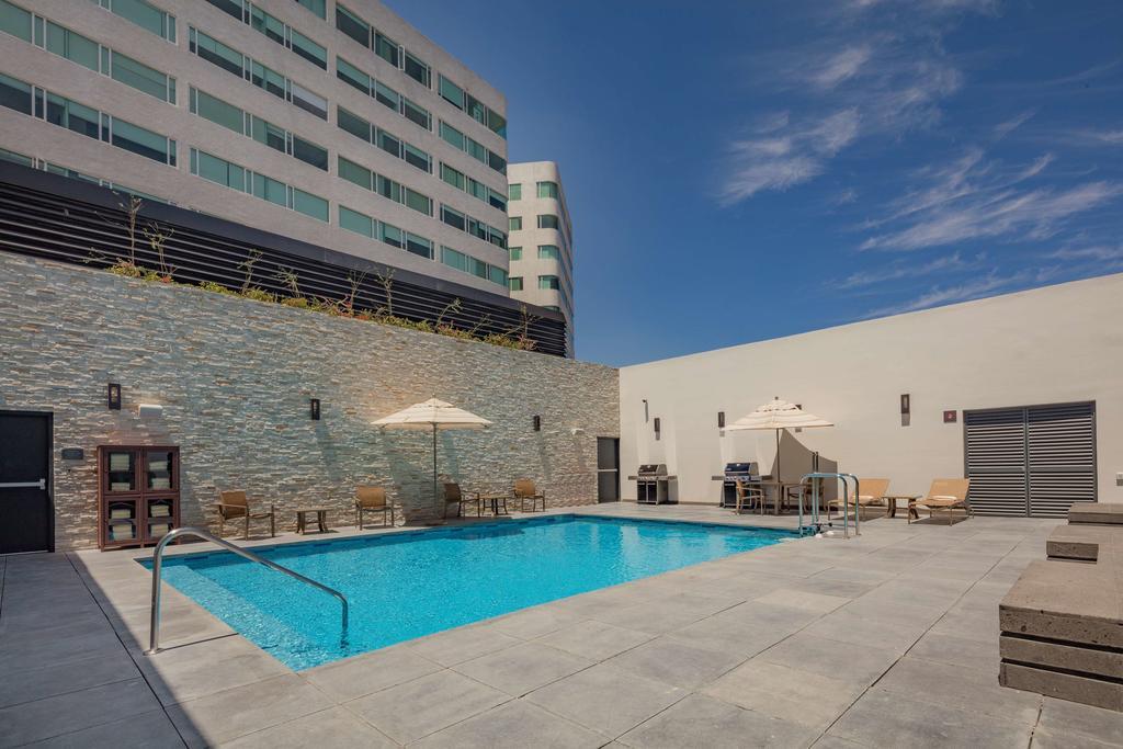 instalación de sonido para piscinas